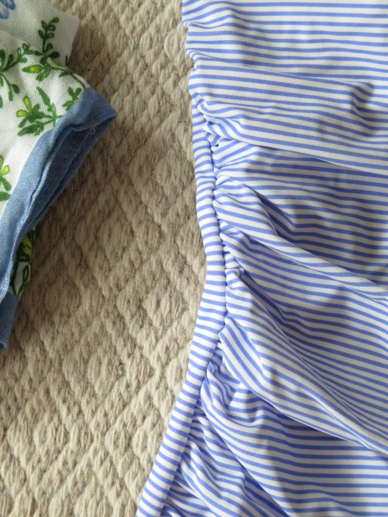 244d7ee2 Jeg ble helt overlykkelig når jeg fant den samme modellen som den røde  favoritt-badedrakten min i hvite og blå striper. Jeg som elsker striper. Se  så fin!